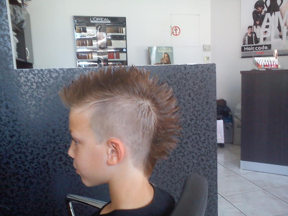 Νεανικό haircode iliaki kalliopi peristeri filikon 36